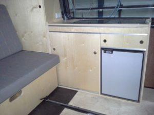keuken blank met koelkast